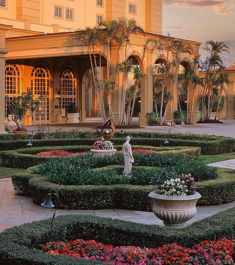 RC Naples Garden Entry