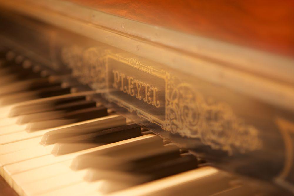 Antique_piano_nola