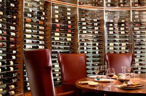 Wine_tasting_room