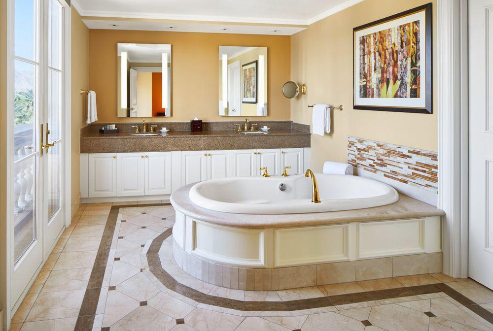 JW_LASJW_two_bed_suite_bath_01.jpg