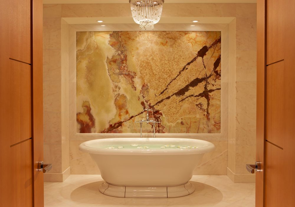 Bathtub_suite_rc_toronto
