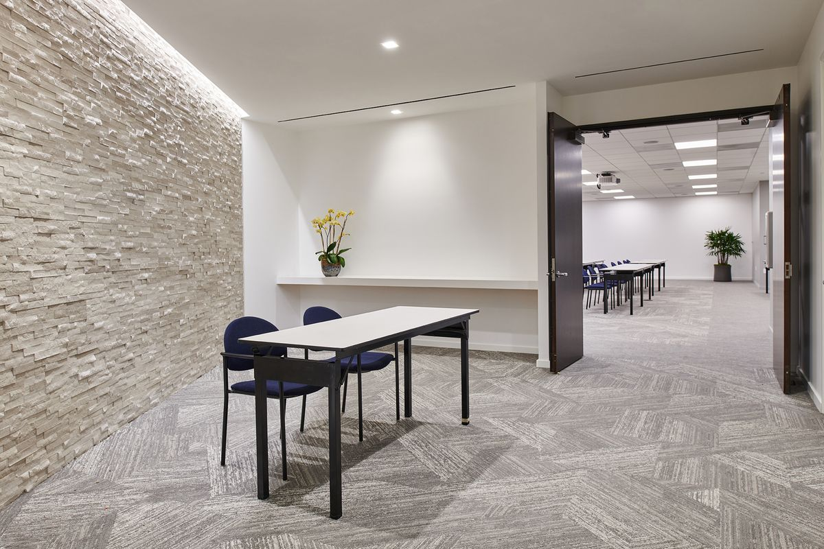 010  Commercial Architectural Photography Portfolio of Architectural Photographer Peter Christiansen Valli - CBRE Conference Room.jpg