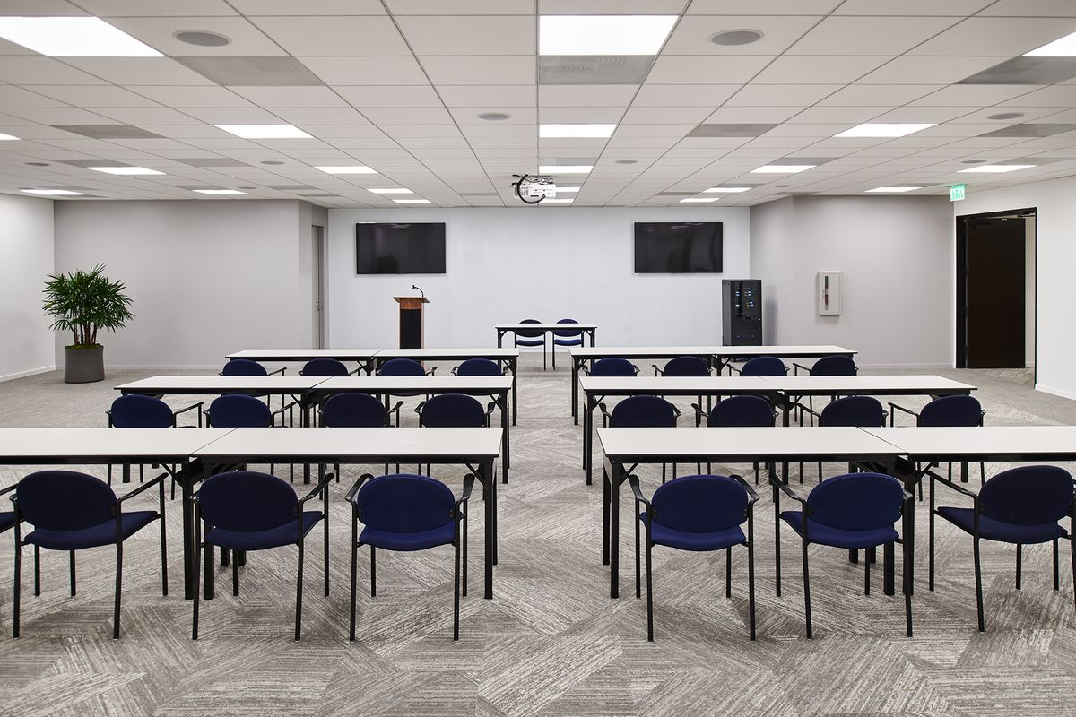 012  Commercial Architectural Photography Portfolio of Architectural Photographer Peter Christiansen Valli - CBRE Conference Room.jpg