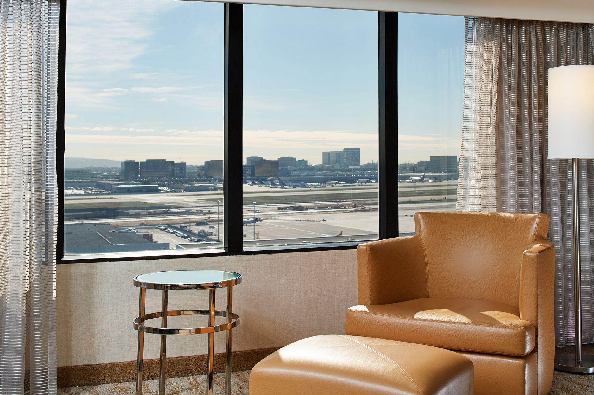 072 Los Angeles International Airport.jpg