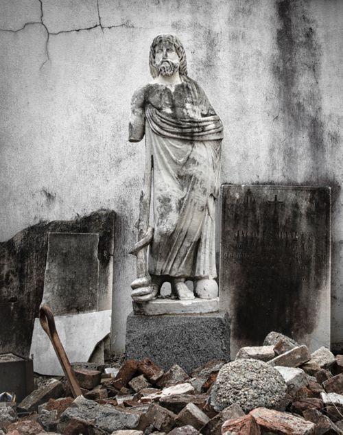 statue arms.jpg