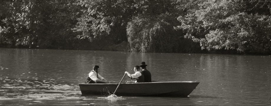 1chassidim_rowing_boat_in_cp_pano.jpg