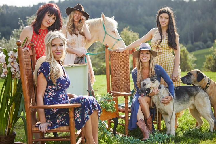 Ladies_on_The_Lawn.jpg