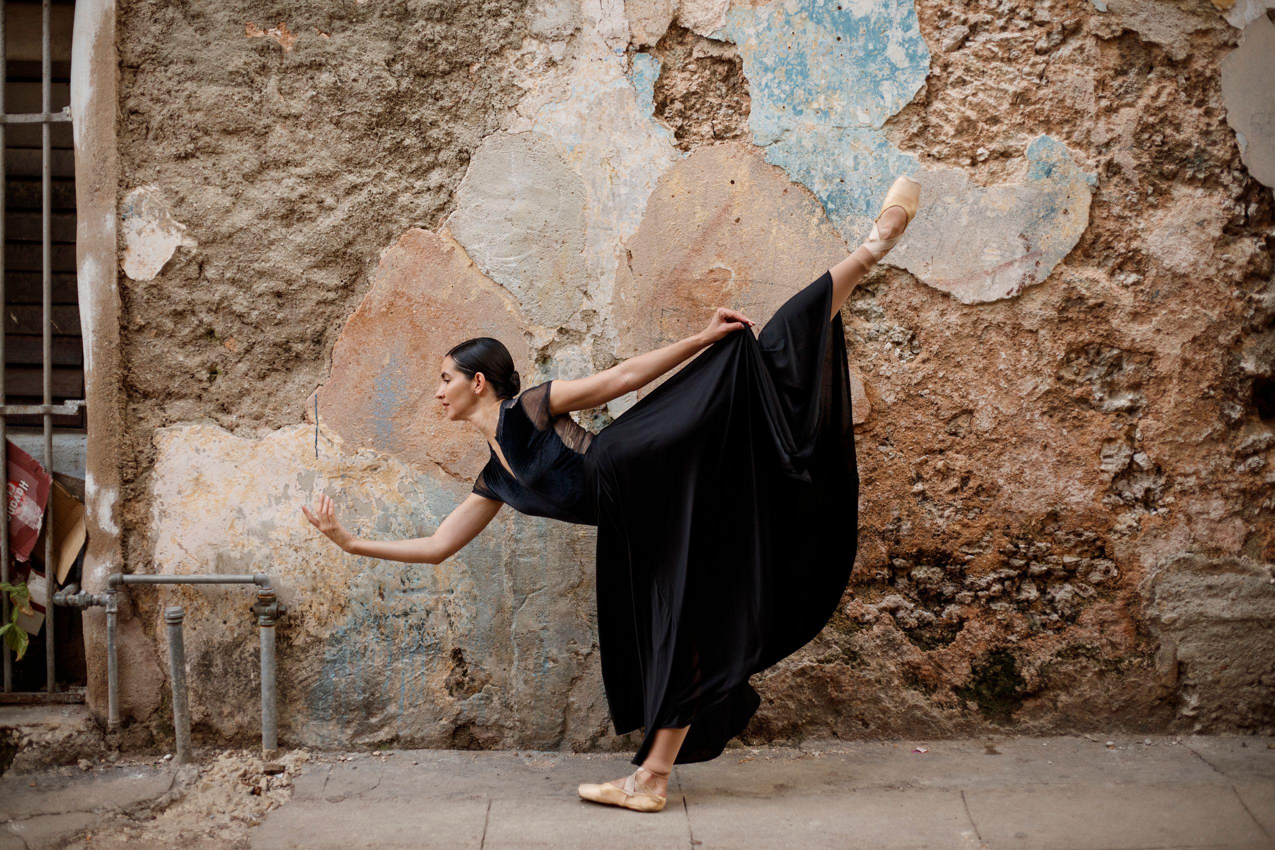 Cuban ballerina in Barrio Chino. Havana.