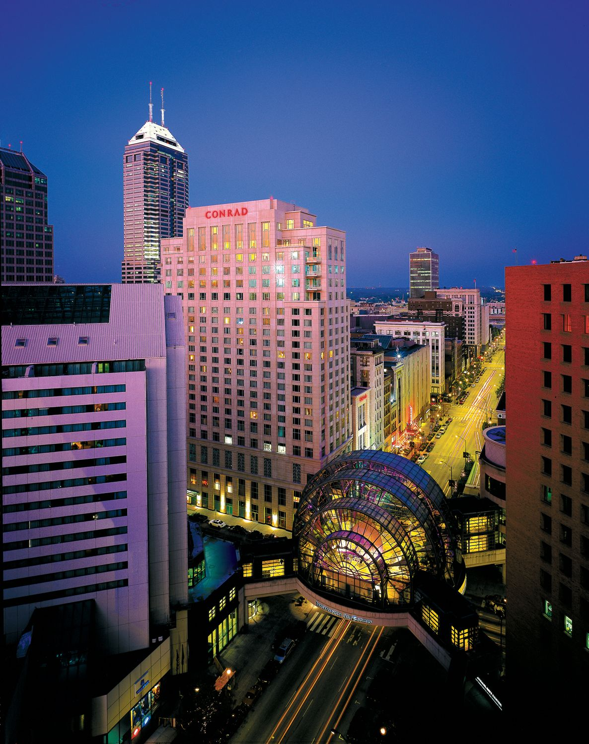 Indianapolis Artsgarden and Conrad Hotel. Indianapolis.