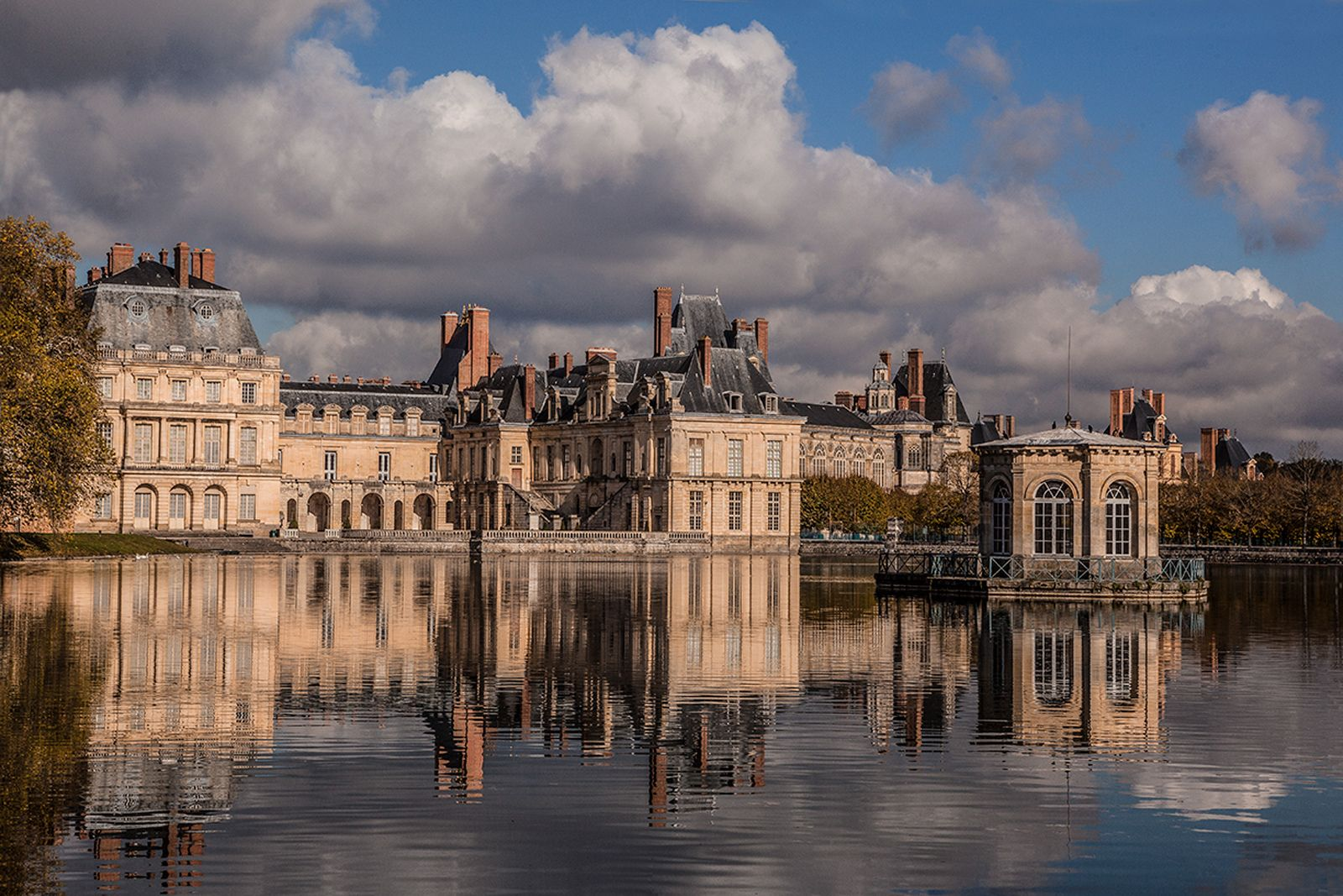 FONTAINEBLEAU FROM THE ETANG