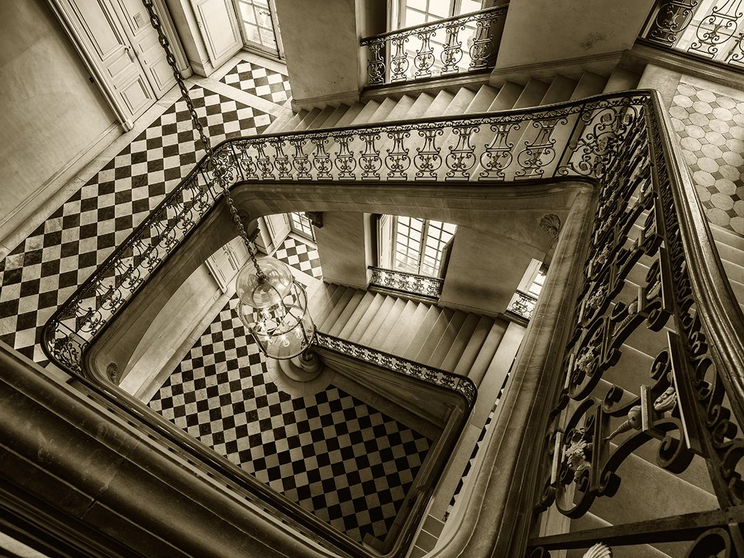 VERSAILLES, ESCALIER QUESTEL, DOWNVIEW