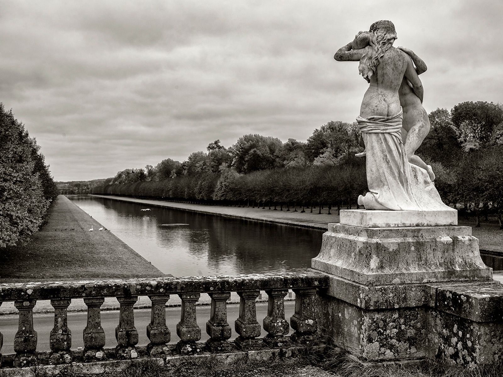 FONTAINEBLEAU SCULPTURE AND BALUSTRADE OVERLOOKING THE CANAL