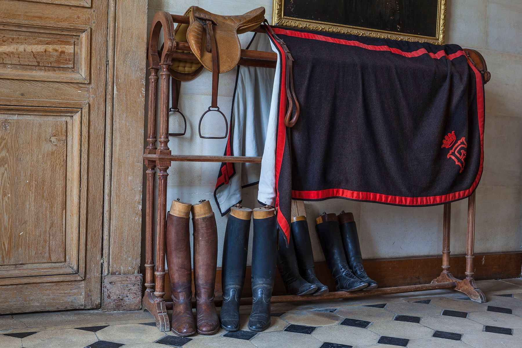 FERTE SAINT-AUBIN, SADDLE, BOOTS AND COOLER