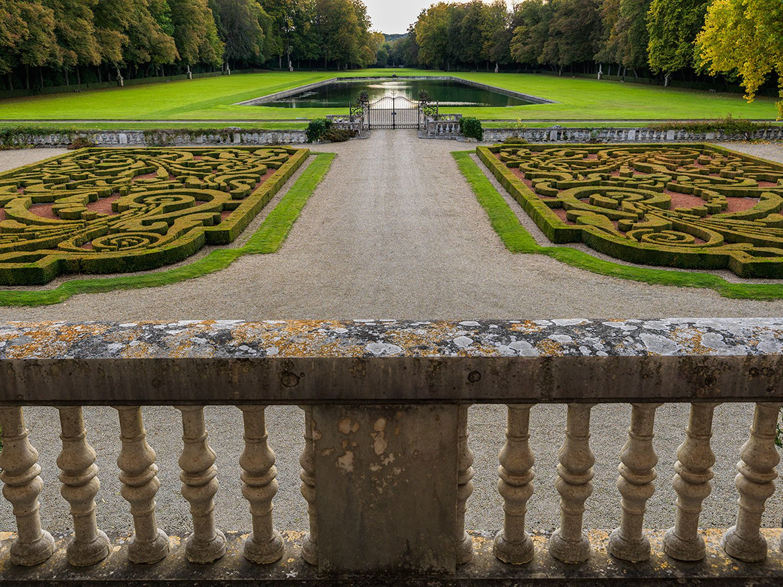 Courances: Garden and parterre from balustrade on premier étage