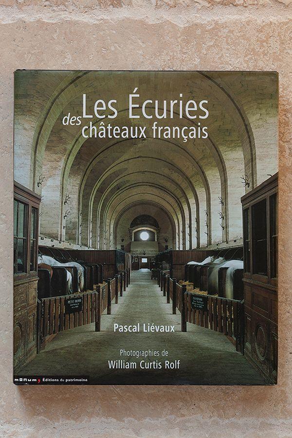 Les Ecuries Des Chateaux Francais.jpg