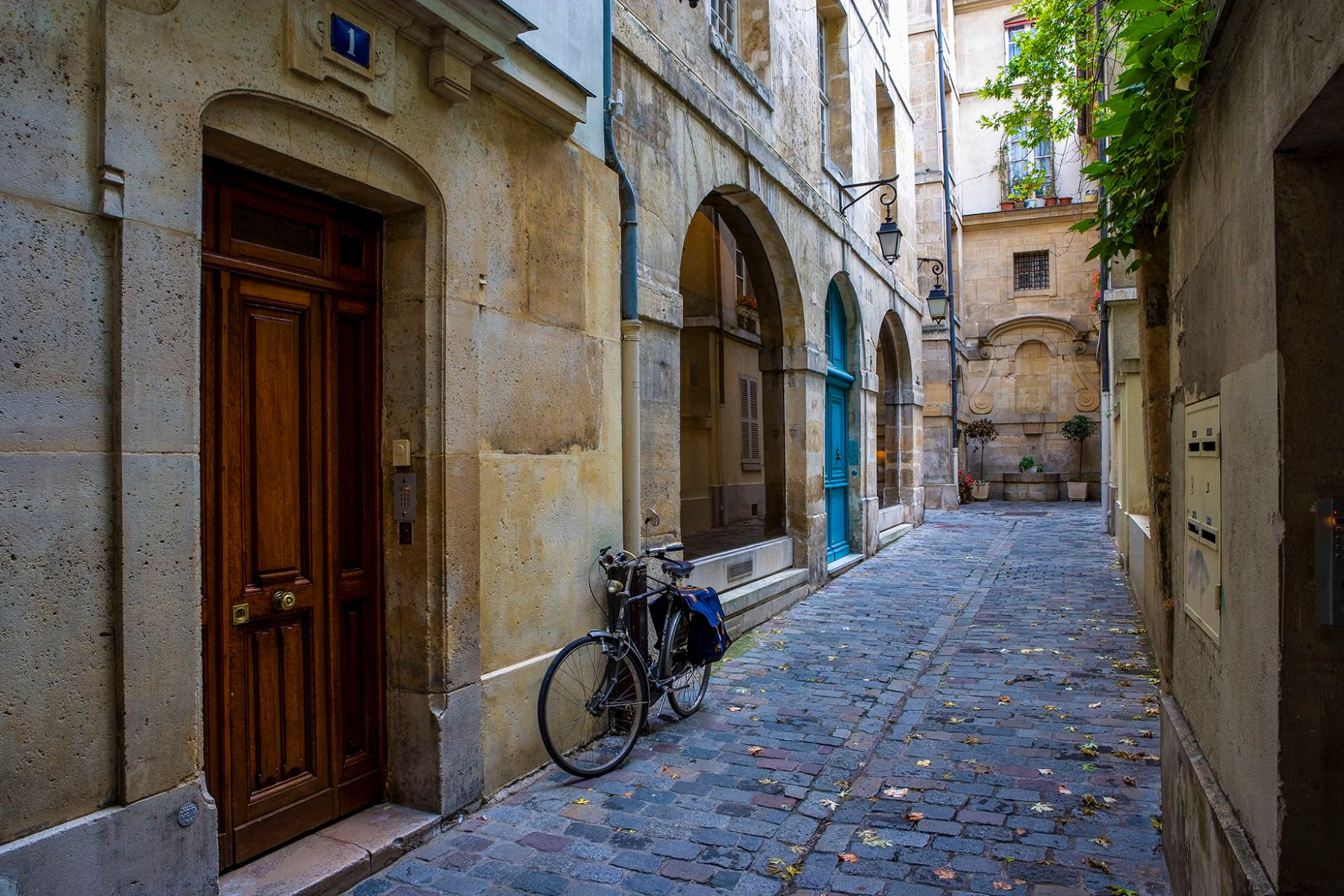 Rue Eginhard off the Rue Saint-Paul, Paris 4