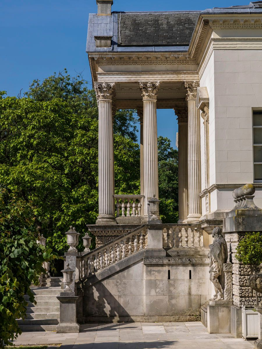CHISWICK HOUSE SIDE VIEW OF PORTICO