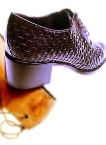 1weave_shoe_and_wood_last.jpg