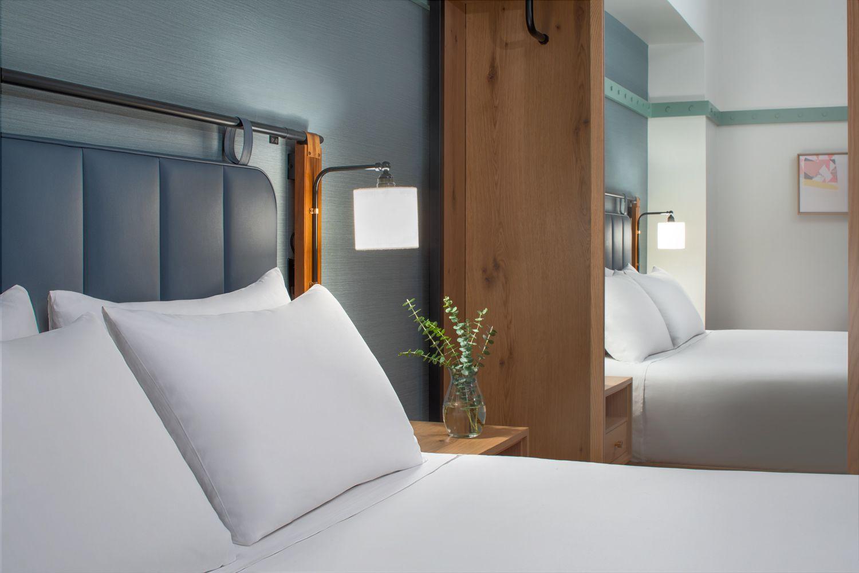 Hyatt-Centric-Philadelphia-Bedroom-Detail.jpg
