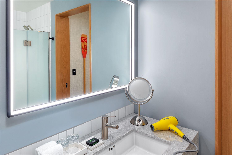 Hyatt-Centric-Philadelphia-Exec-Bathroom.jpg