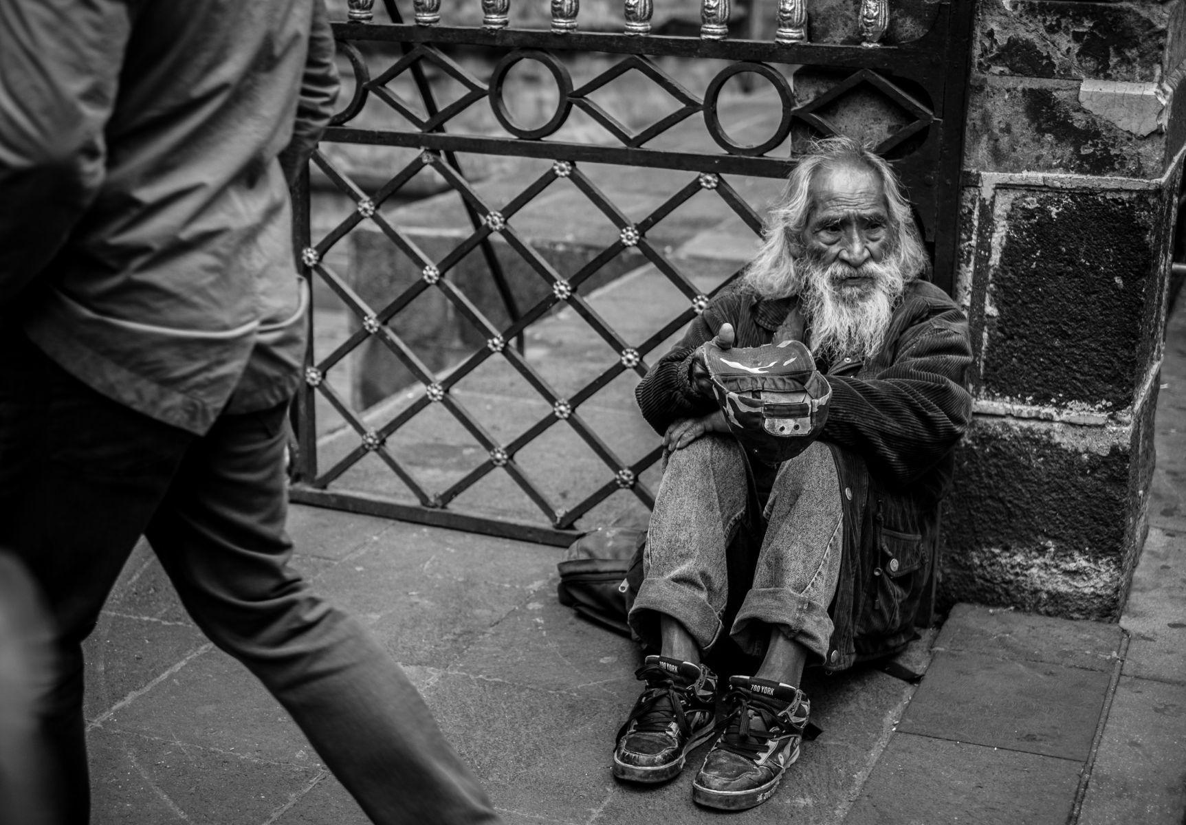 1old_man_begging_mexico_city_2015_1.jpg