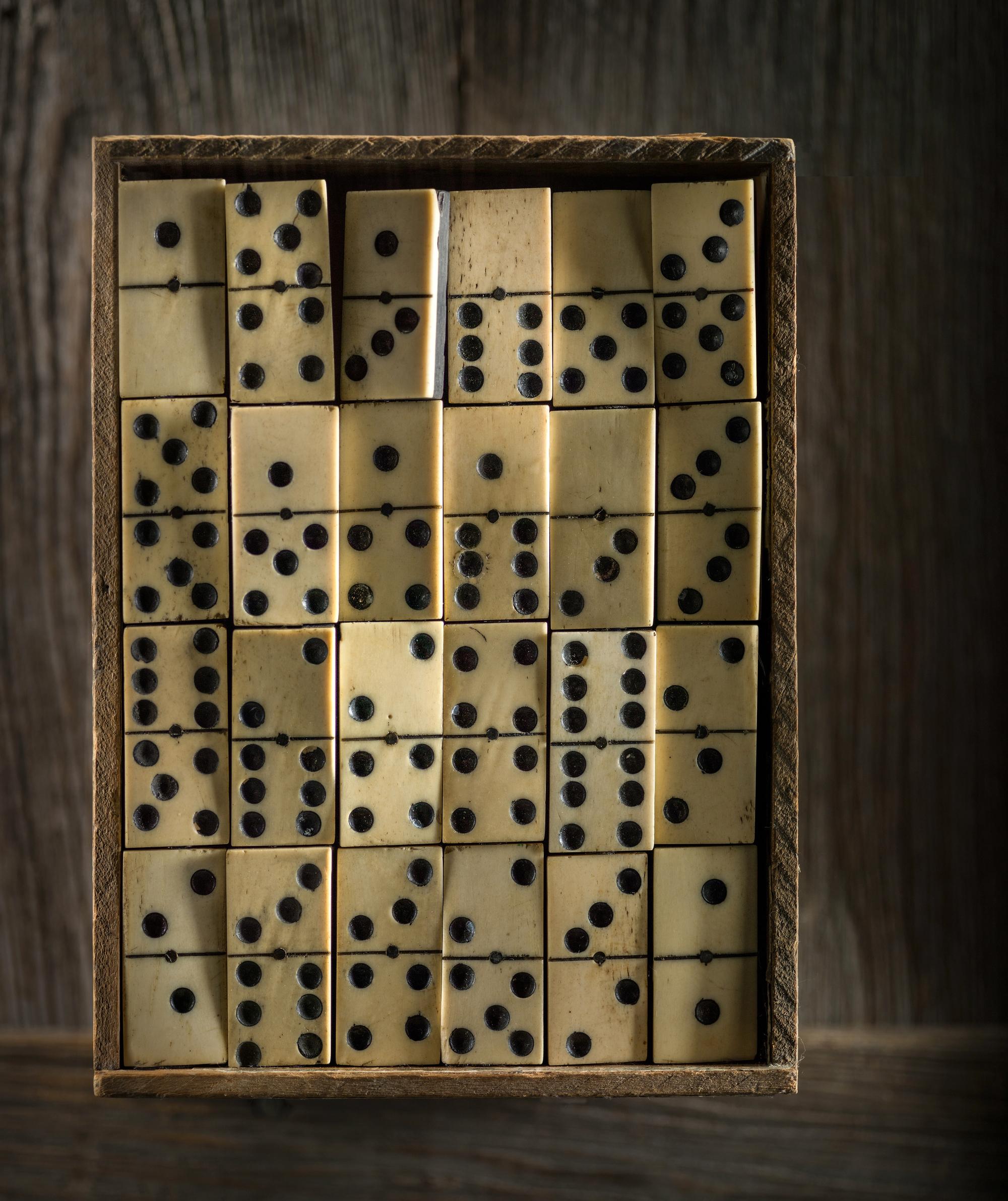 dominobox-9425TC.jpg