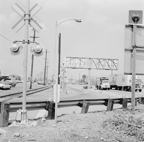 1013_oakland__7_77_rail_crossing_hyway___sw_edit_height_500px