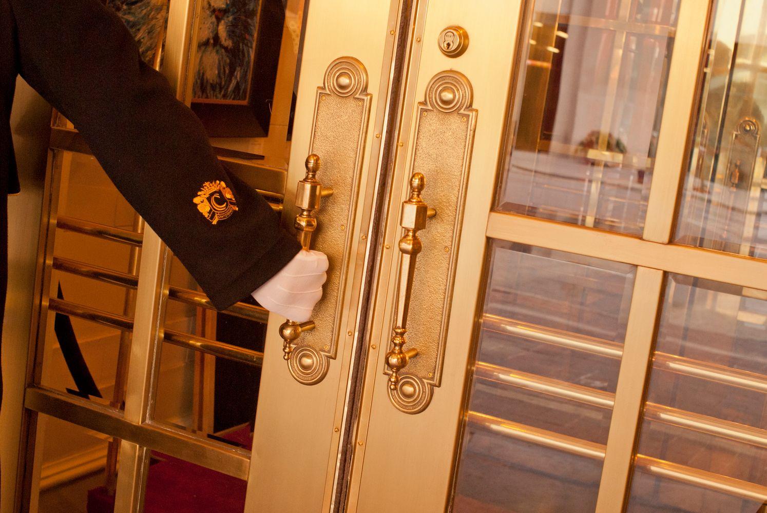 1hotel_doorman
