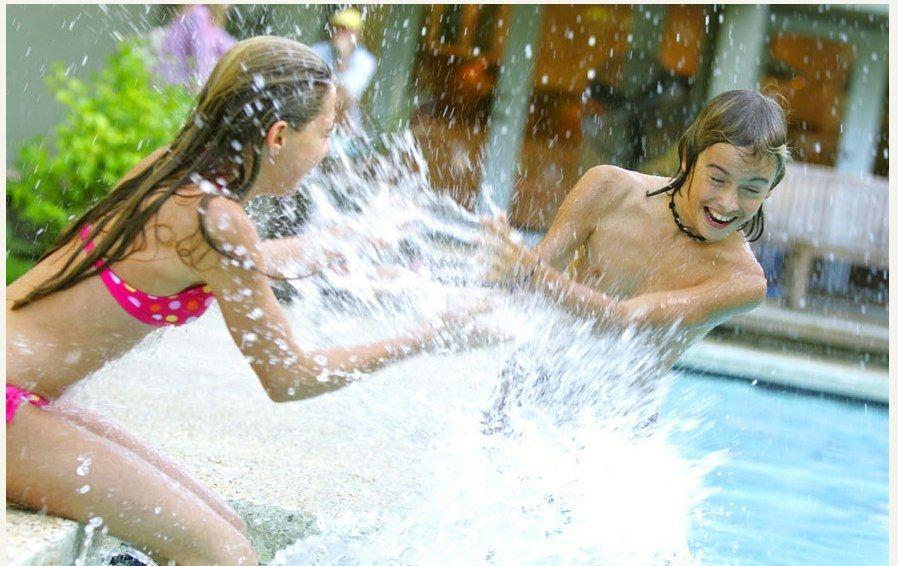 1kids_splashing