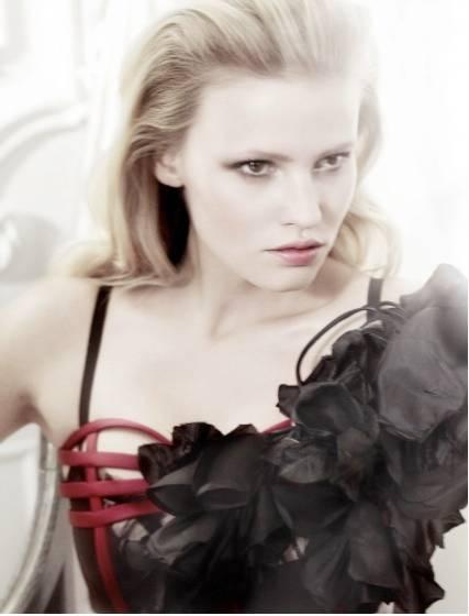 1Lara_Stone_British_Vogue___4.jpg