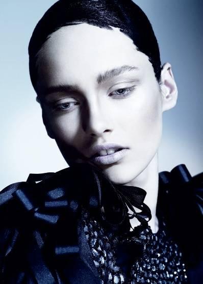 1Paint_It_Black_British_Vogue___2.jpg