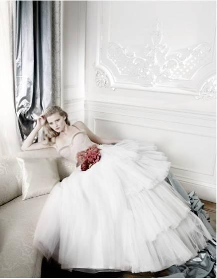 1Lara_Stone_British_Vogue___3.jpg