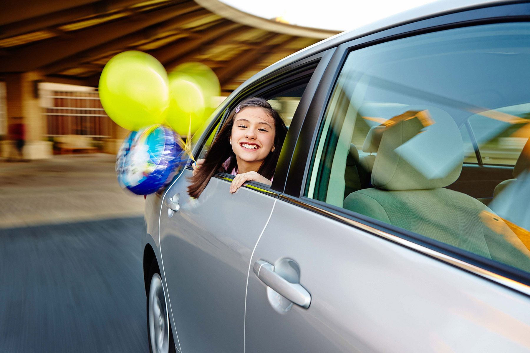 1lifestyle_location_girl_car_balloons_hospital_recovery
