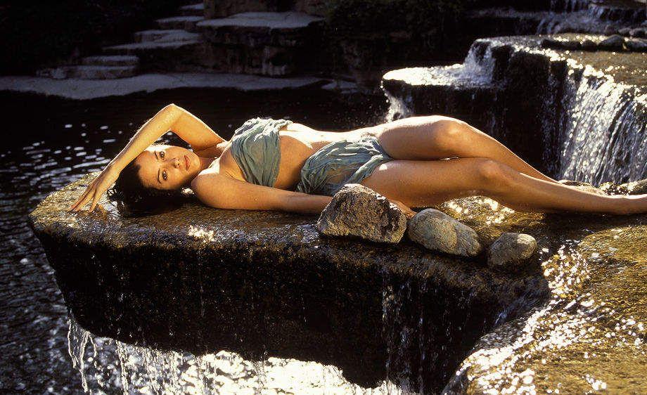 Amy on Waterfall Ledge©richardruthsatz 2010