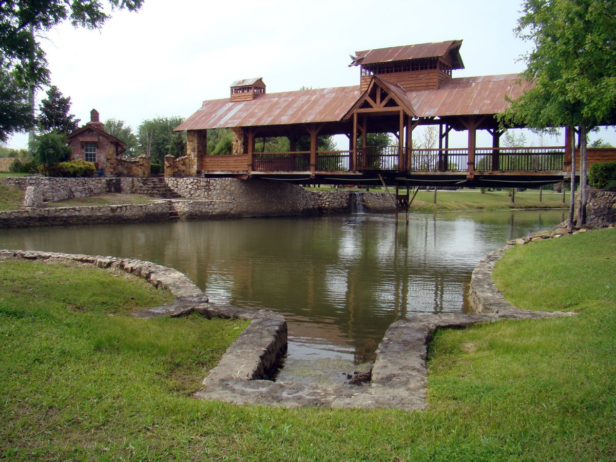 Sanders Hitch Traditional Home Photo Video Shoot Location Landscape Bridges  8.jpg