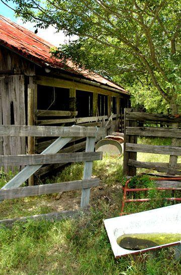 1r17_barn_ranchhouse_gibbons_00.jpg