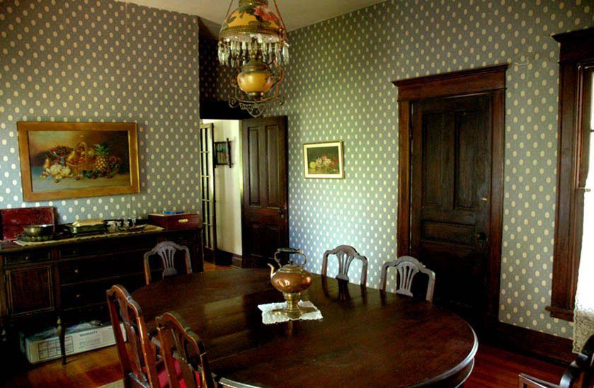 107_dining_ranchhouse_gibbons_00.jpg