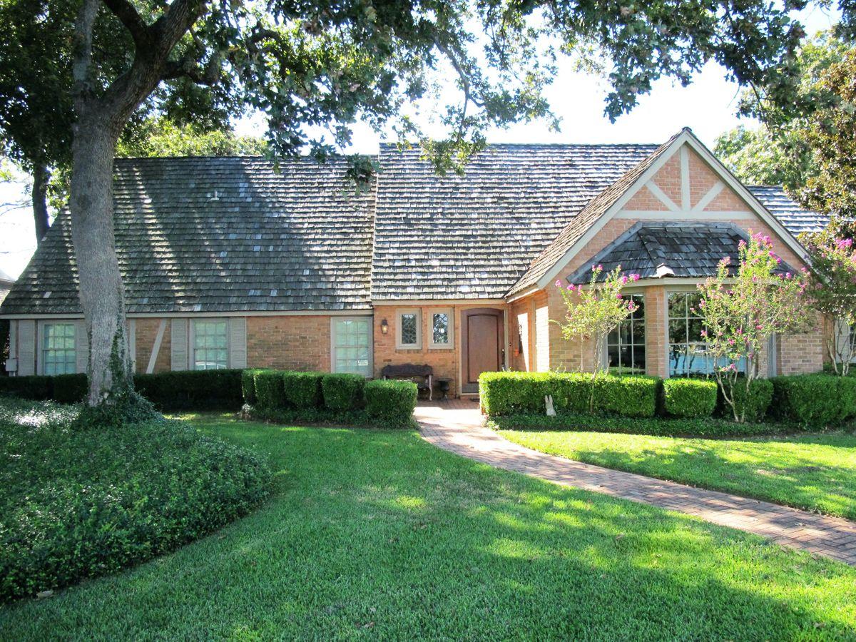 Pola Lakehouse Video Shoot Location Homes Dallas 53.jpg