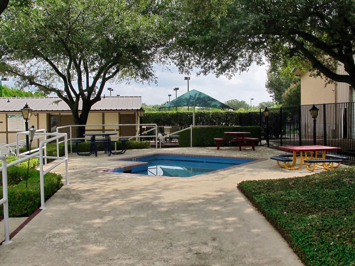 Tennis Pool Club Photo Shoot Location10.JPEG