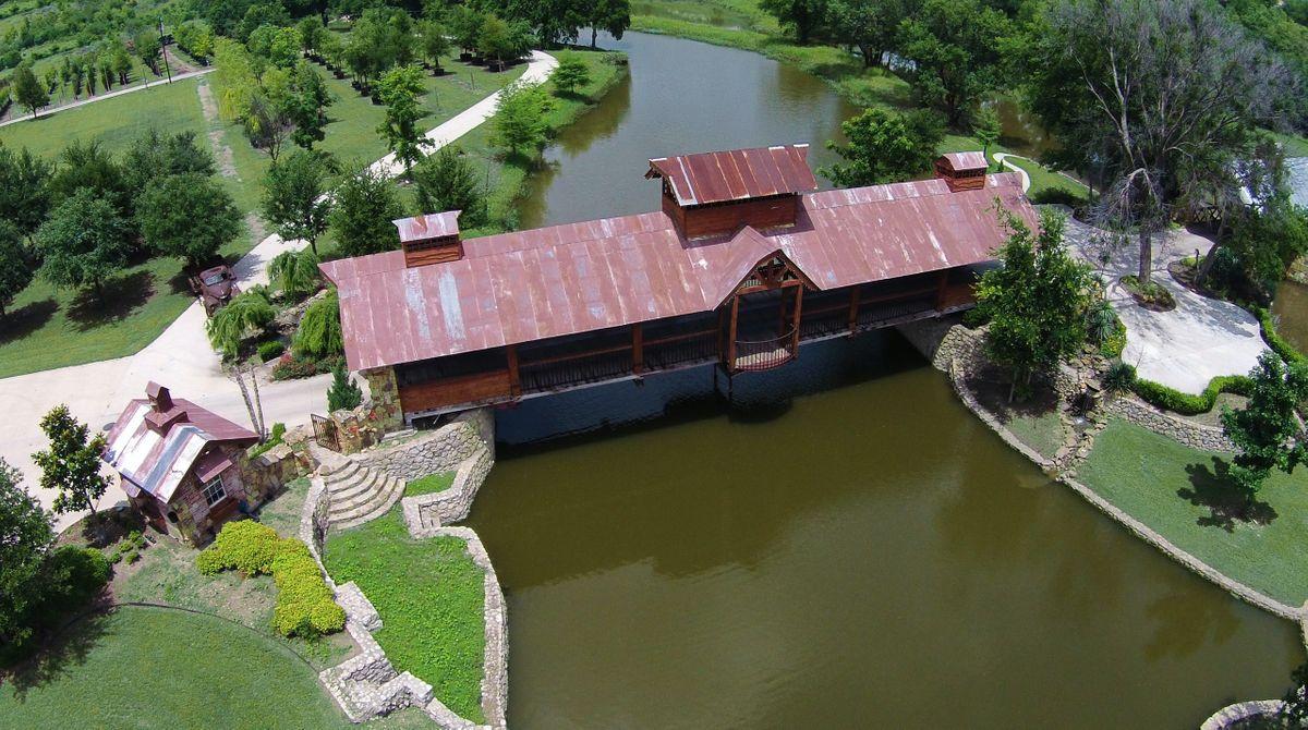 Sanders Hitch Traditional Home Photo Video Shoot Location Landscape Bridges  4.JPG