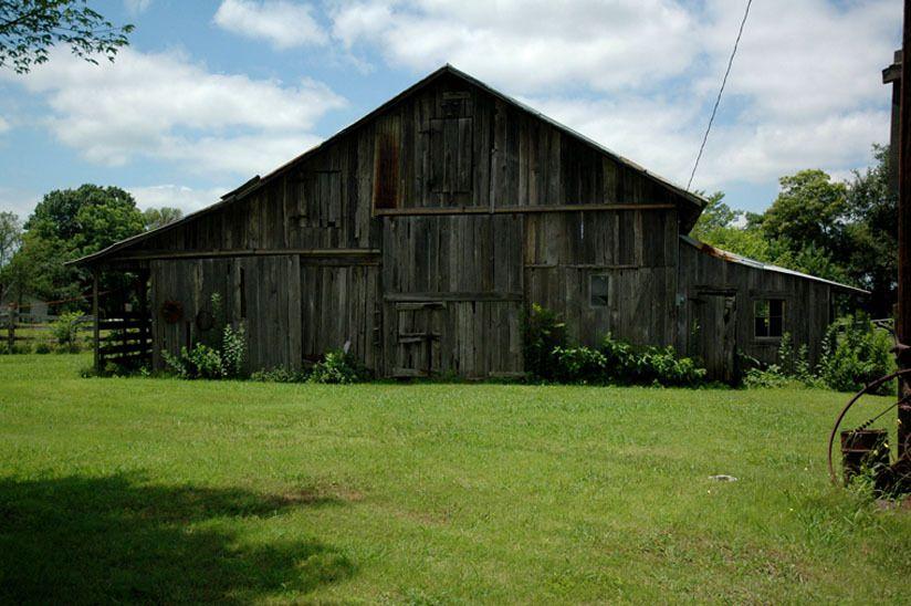 1r15_barn_ranchhouse_gibbons_00.jpg