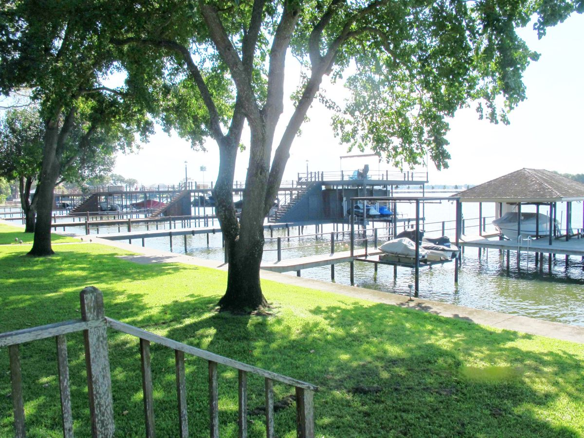Pola Lakehouse Video Shoot Location Homes Dallas 45.jpg