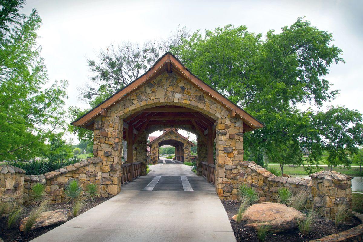 Sanders Hitch Traditional Home Photo Video Shoot Location Landscape Bridges  16.jpg