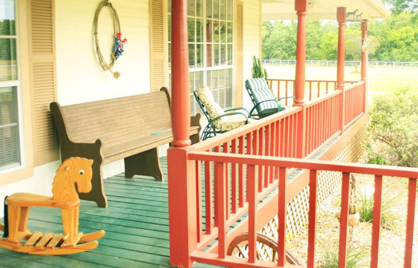 1r16_porch_bankston_ranch_00.jpg