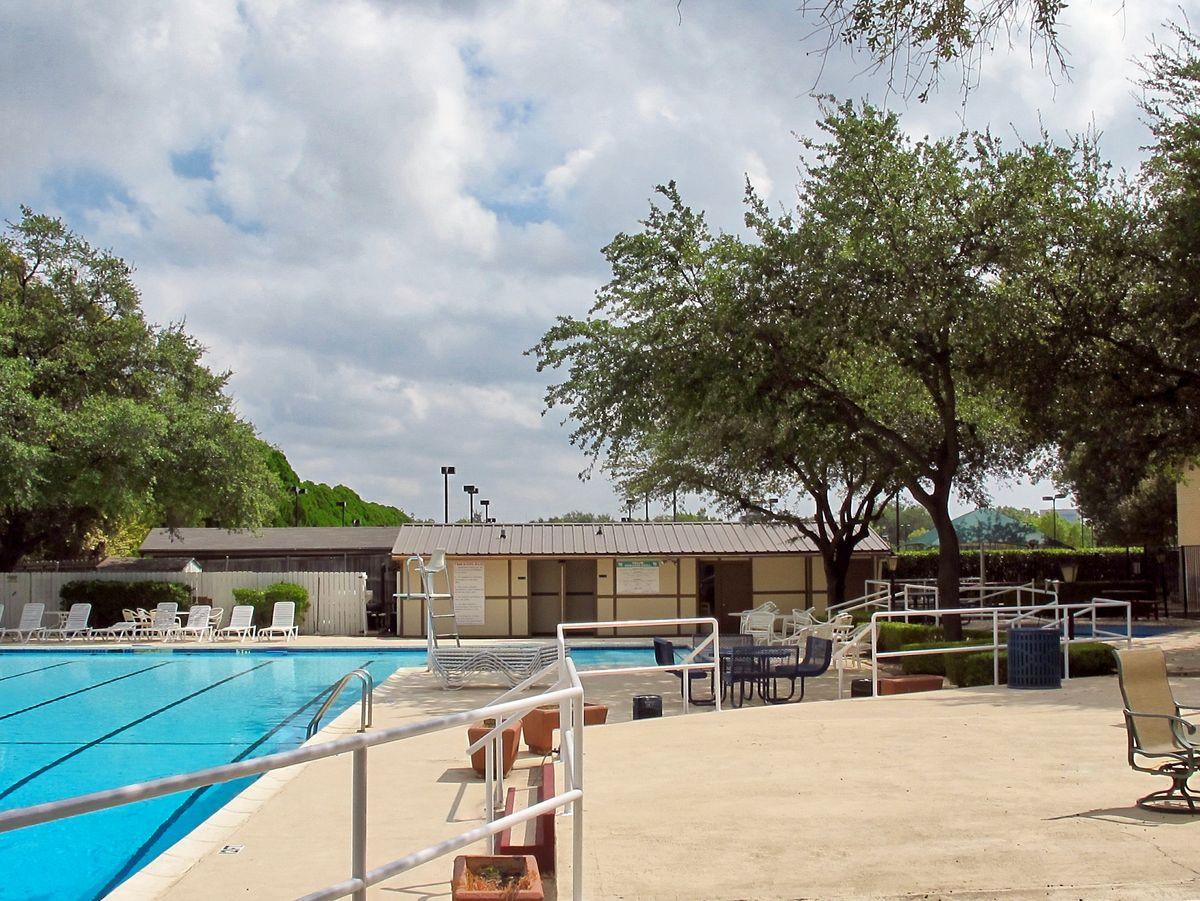 Tennis Pool Club Photo Shoot Location07.JPEG