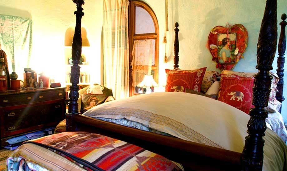 1r23_bedroom_shook.jpg