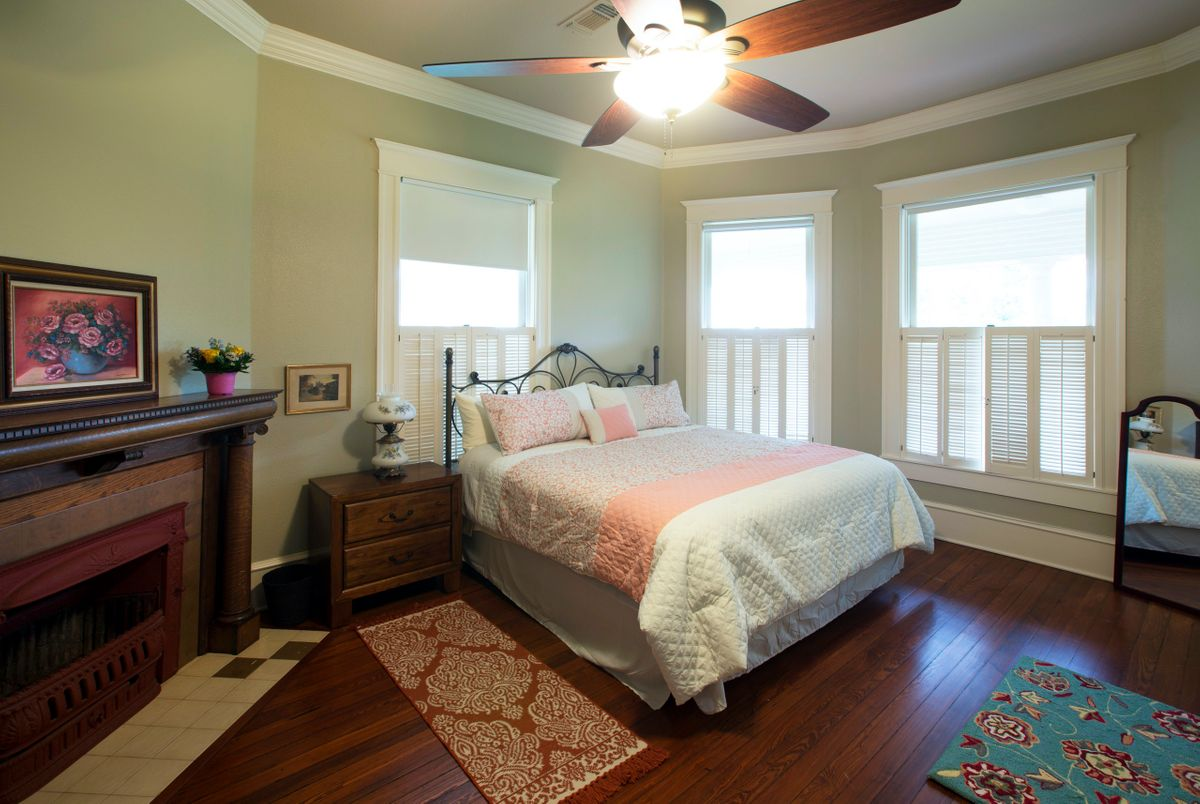 Sanders Hitch Traditional Home Photo Video Shoot Location Interior Rooms 1.jpg