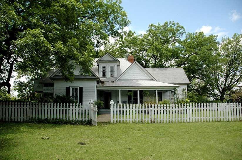 101_facade_ranchhouse_gibbons_00.jpg