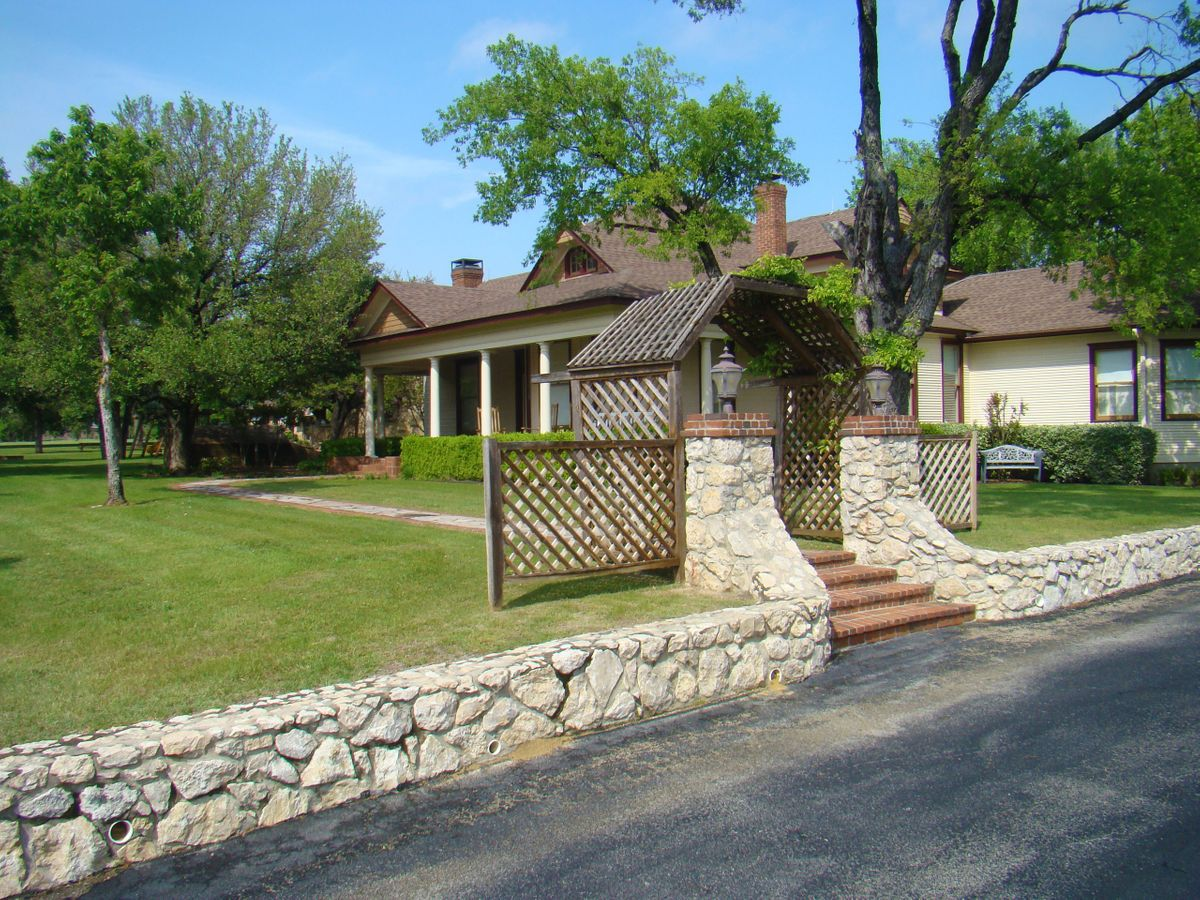 Sanders Hitch Traditional Home Photo Video Shoot Location Exterior 5.jpg