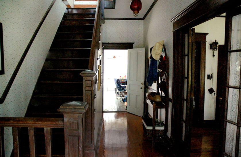 103_entry_ranchhouse_gibbons_00.jpg